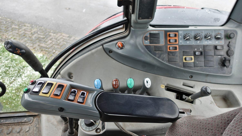 Valtra T191 HiTech mit Fronthydraulik