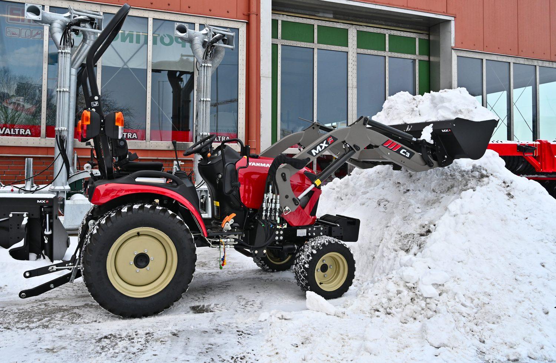 Kompakttraktor Yanmar SA424V-R mit Frontlader MX C3 und Schaufel